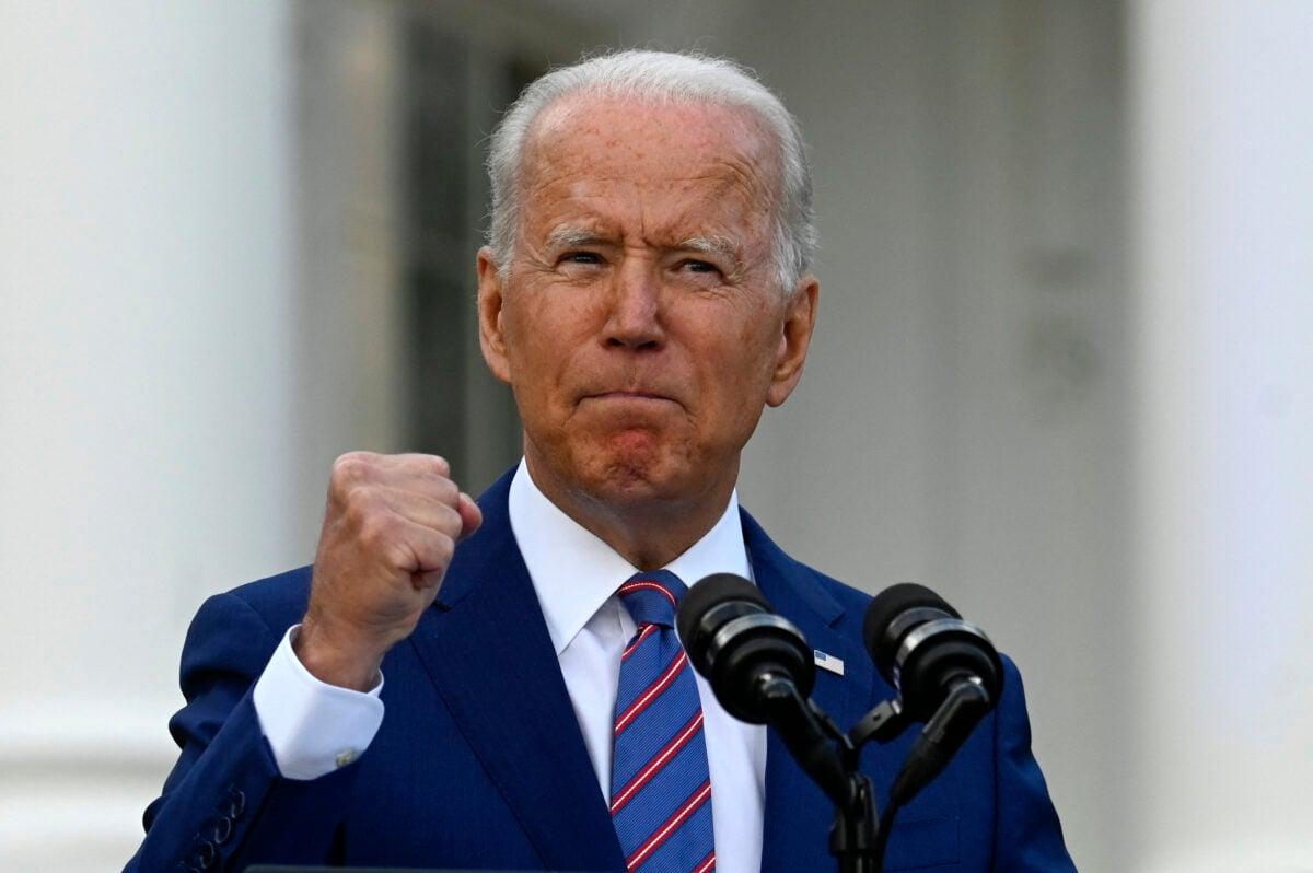 2021年7月4日,拜登總統在白宮南草坪舉行的獨立日慶祝活動上發表講話。(Andrew Caballero-Reynolds/AFP via Getty Images)