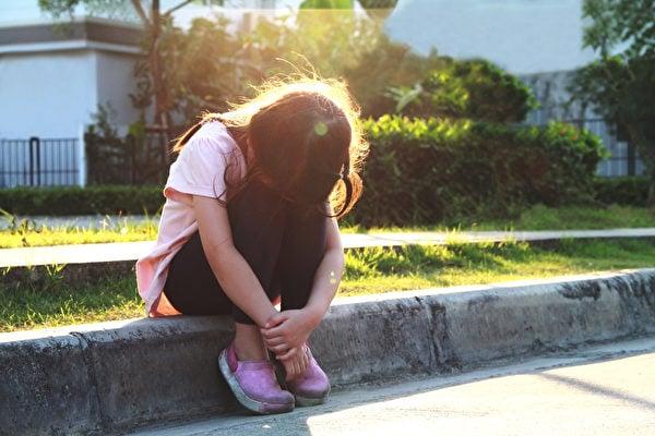治療或幫助自閉症患者的簡單目標有:改善孩子的社交、語言及適應環境的能力,減少負面行為(如暴力、搖擺等動作)與增強學習與認知能力。(Shutterstock)