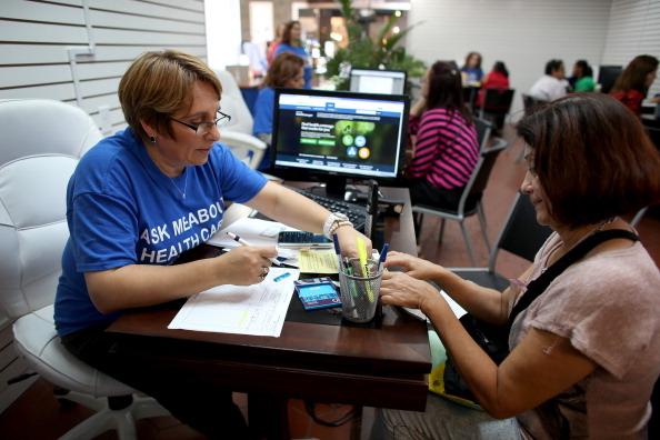美國多州要求健保公司覆蓋新型冠狀病毒測試項目,免費為疑似患者提供測試。(Joe Raedle/Getty Images)