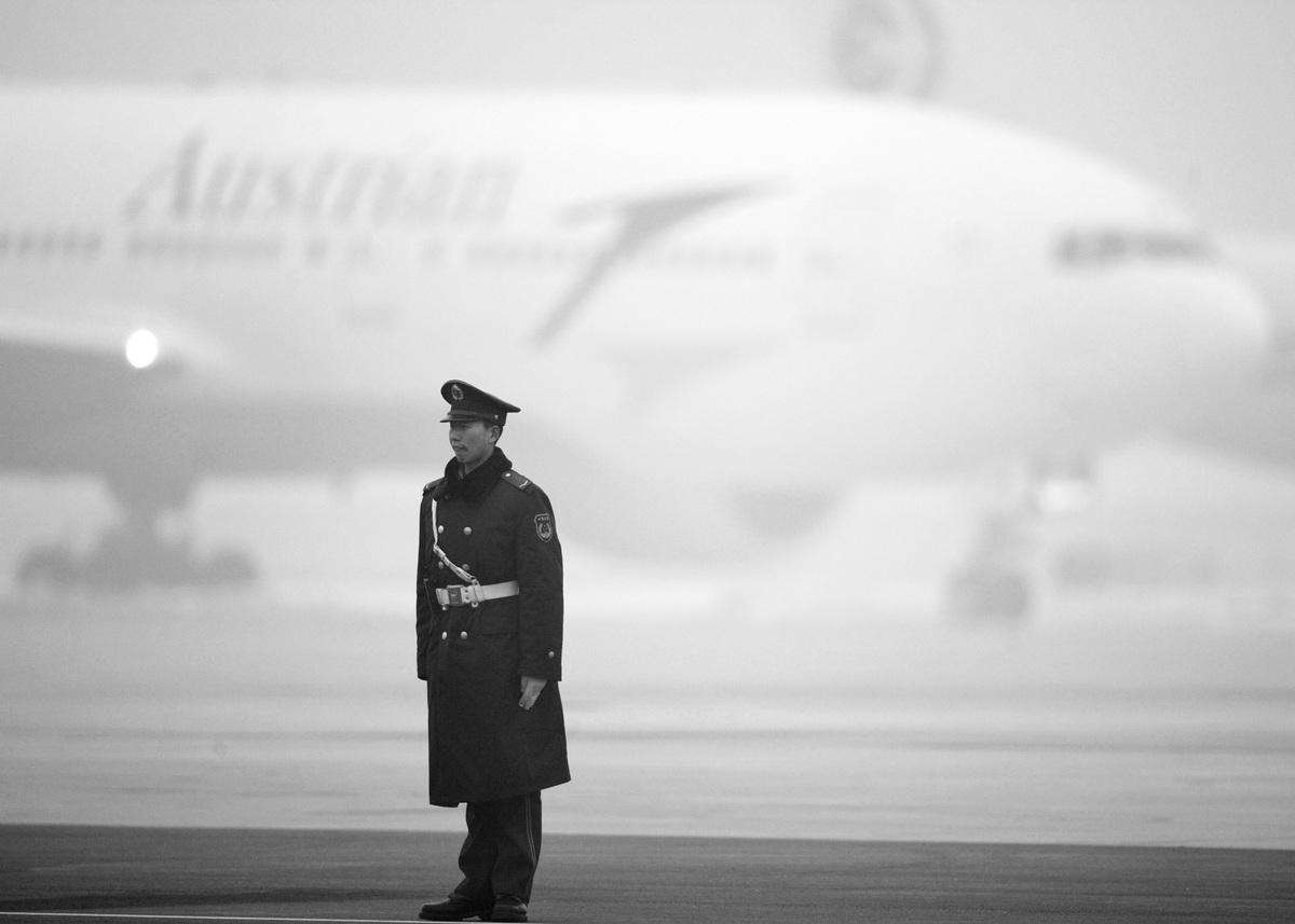 美籍華人李凱被中共當局2017年以間諜罪判處10年監禁,在李被拘留兩年半後,他的家人首次打破沉默,接受媒體採訪。其家人表示,中共對李凱的間諜罪判決毫無根據,是出於政治動機為之。(LIU JIN/AFP/Getty Images)