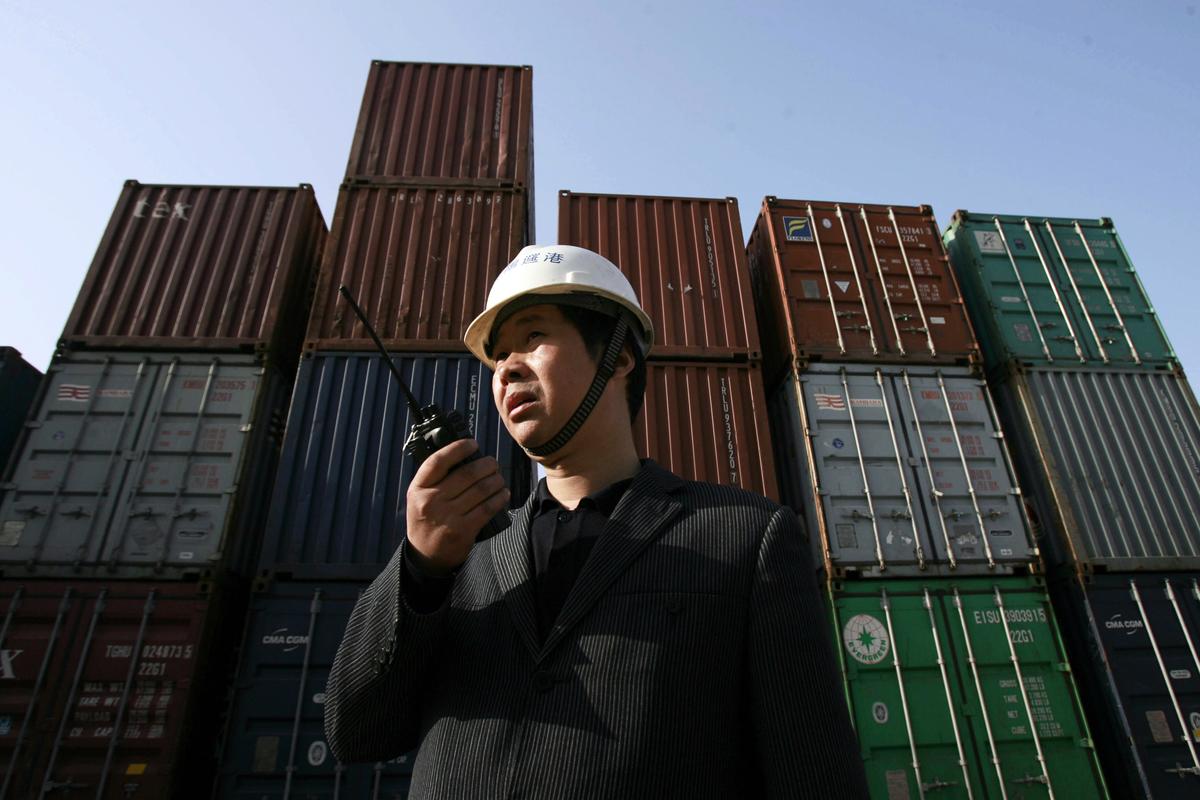 若本周的第十一輪中美談判不順,美方將在美東時間周五(2019年5月10日)凌晨0時01分正式對中國近2000億美元的進口商品加徵關稅,屆時將有5745項中國輸美商品的懲罰性關稅稅率從10%提高到25%,電子產品及機器設備首當其衝。(STR/AFP/Getty Images)