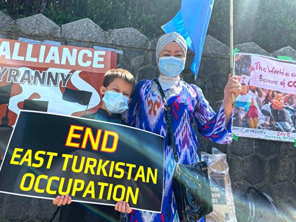 維吾爾族人Turnisa認為,不能再給中共機會愚弄世界。(梁月/大紀元)