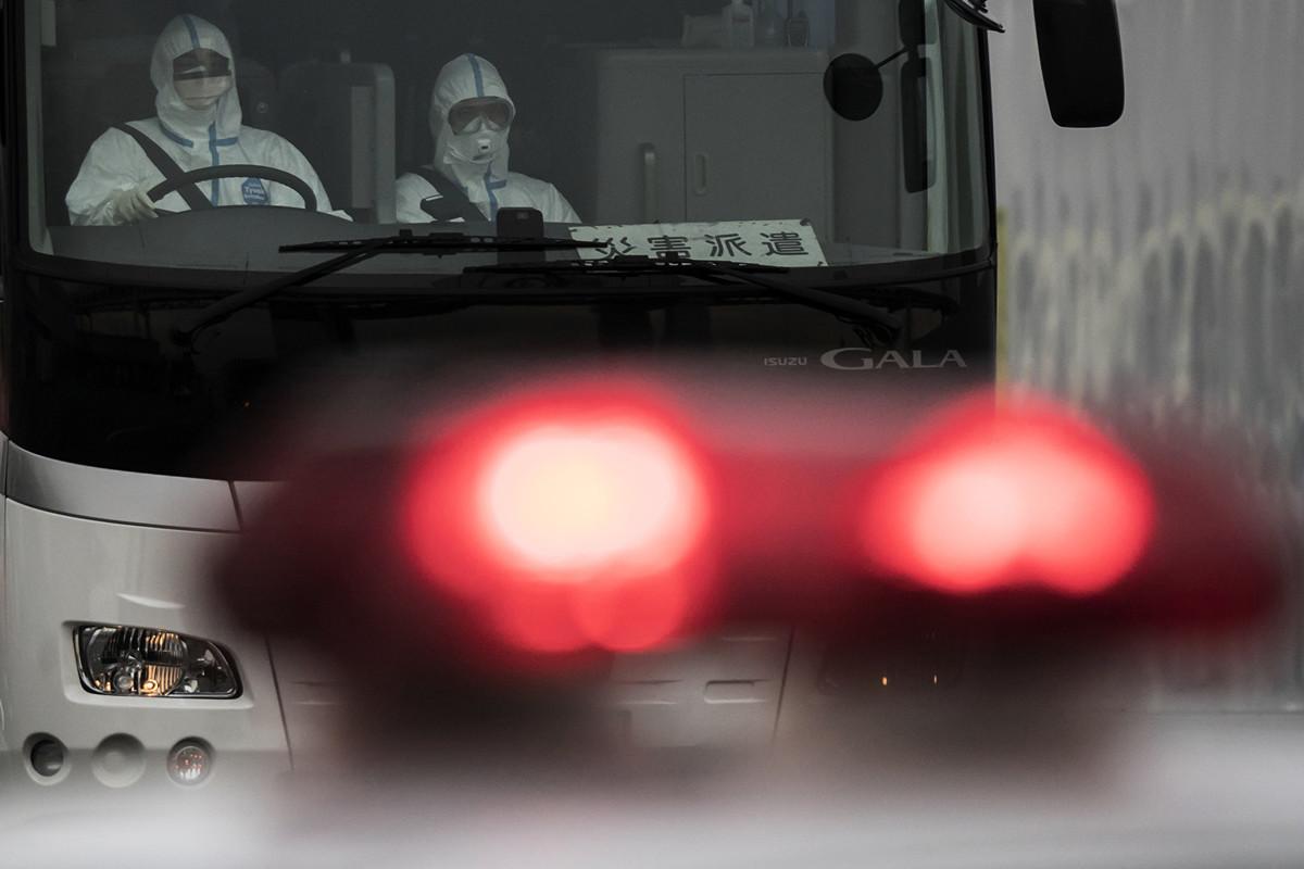 2020年2月20日,日本自衛隊用大巴送「鑽石公主號」遊輪上撤出的以色列人前去乘坐包機回國。(Tomohiro Ohsumi/Getty Images)