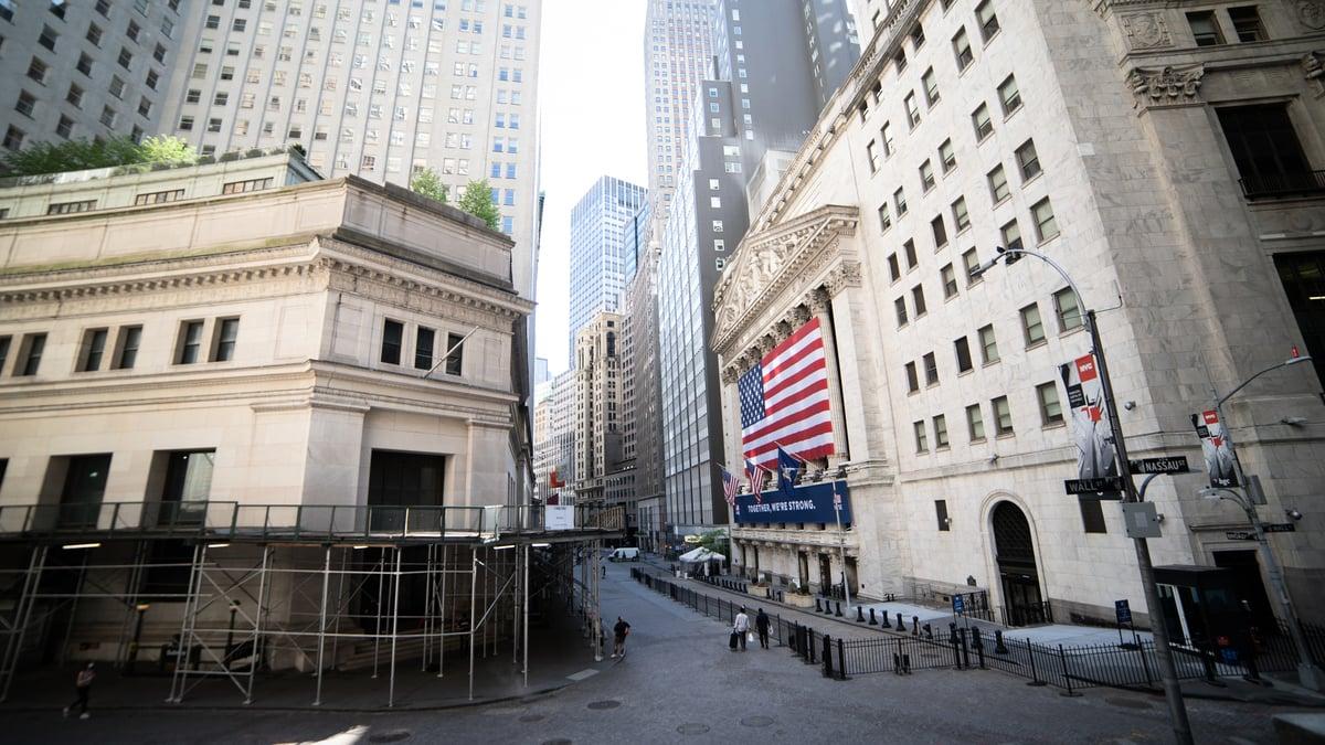翟東升說,雖然華爾街70年代起,對美國內政、外交影響力很強,但是,2016年特朗普上台後,華爾街搞不定特朗普。圖為華爾街紐約證券交易所。(宋昇樺/大紀元)