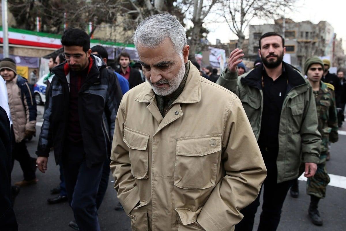 被美軍無人機擊斃的伊朗二號人物卡西姆·蘇萊曼尼(Qassim Soleimani)將軍的真實身份是恐怖組織頭子。圖為蘇萊曼尼2016年在伊朗境內出席一次公開活動照。(STR/AFP via Getty Images)