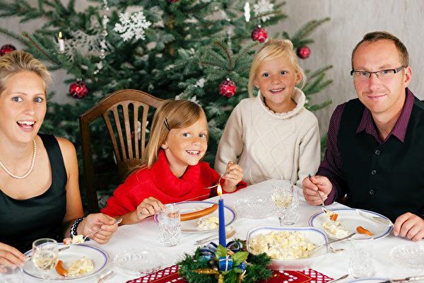 平安夜裏的那頓「大餐」,很多德國家庭吃得很簡單。(iStock.com/kzenon)