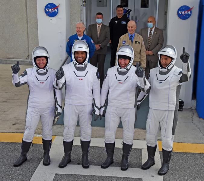 組圖:載4太空人 SpaceX飛龍號成功升空