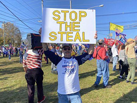11月7日深藍州新澤西湧現出數百熱情的挺特者,抗議大選舞弊。(施萍/大紀元)