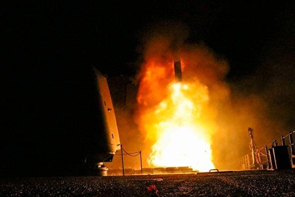 美俄將在奧地利舉行軍備管控會談。圖為從海上發射的美國戰斧導彈。(Matthew DANIELS/US Department of Defense/AFP)