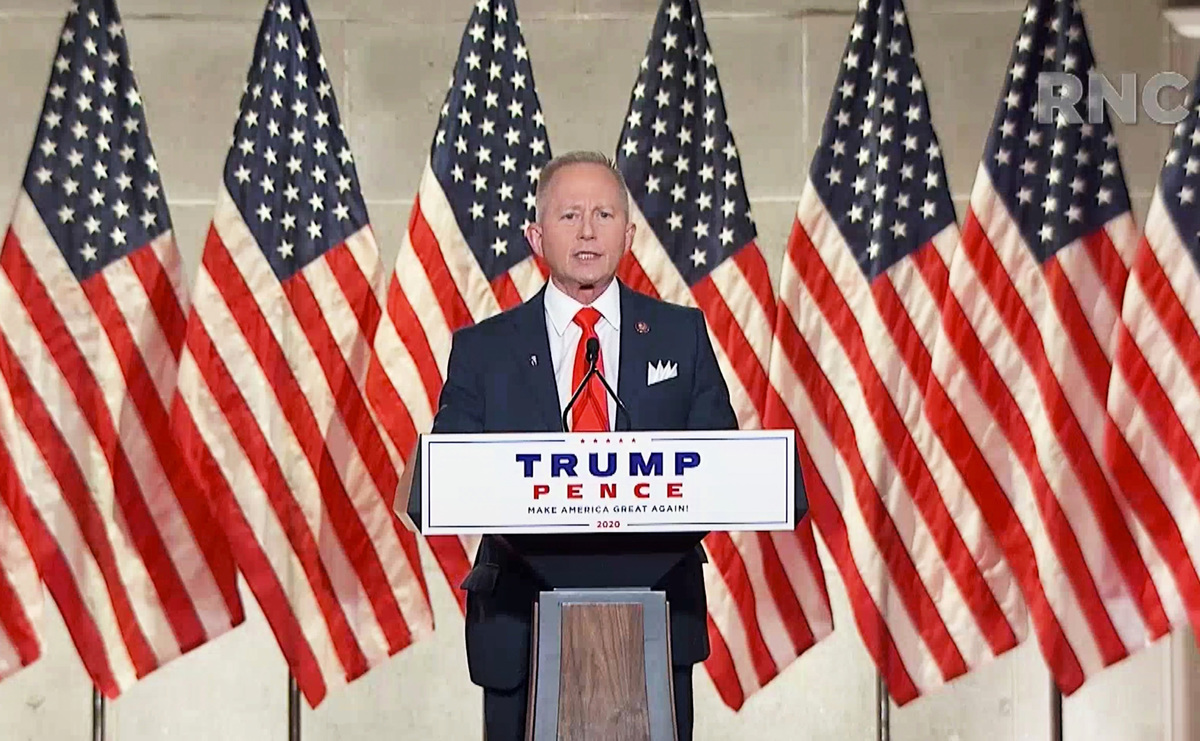 圖為新澤西聯邦眾議員范德魯(Jeff Van Drew)2020年8月27日在共和黨全國代表大會上演講。(the Committee on Arrangements for the 2020 Republican National Committee via Getty Images)