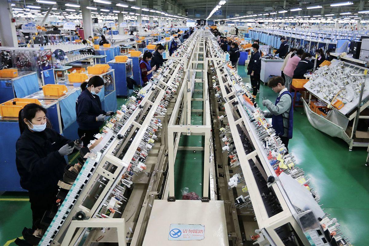 專家指出,台商到中國設廠將面臨六大風險。(STR/AFP via Getty Images)