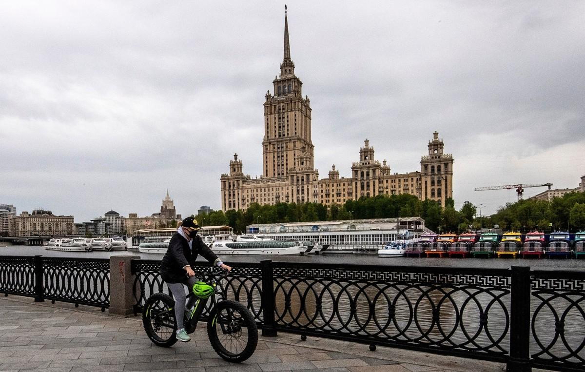 2020年5月10日,疫情下的俄羅斯莫斯科河畔。(Yuri KADOBNOV/AFP)
