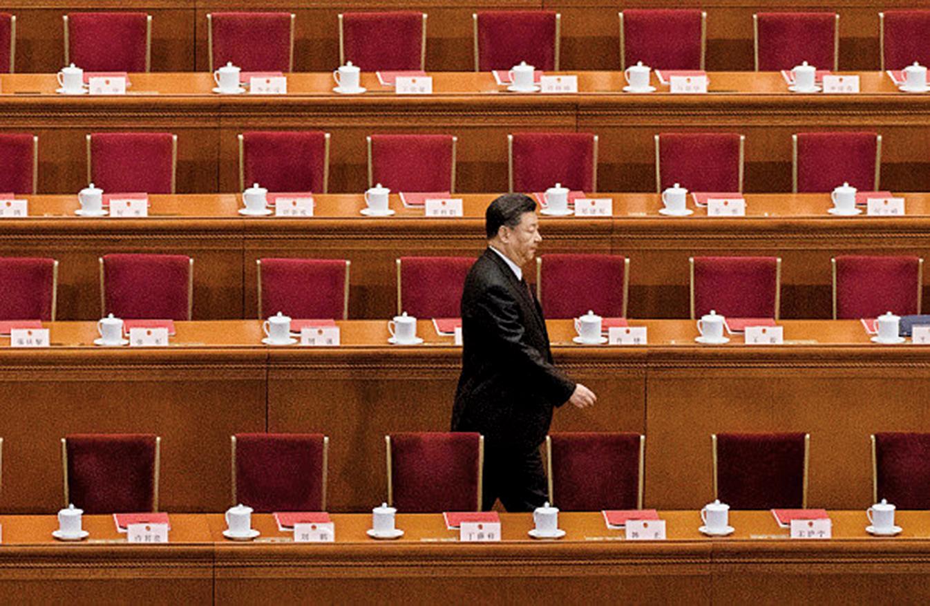 中美貿易戰和香港「反送中」抗議,足以讓北京壓力重重。圖為2018年習近平在人民大會堂。 (Photo by Kevin Frayer/Getty Images)