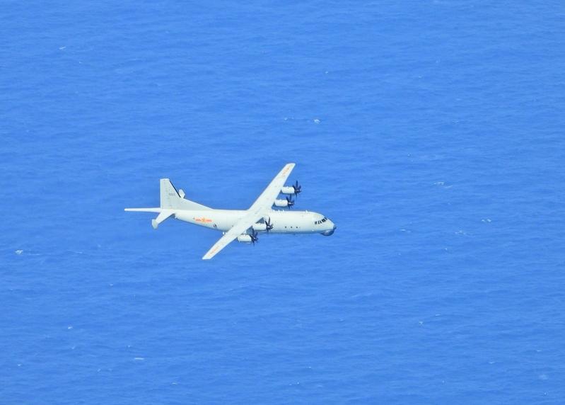 中華民國國防部官網即時軍事動態顯示,中共派遣兩架運8反潛機9月22日侵犯台灣西南防空識別區(ADIZ)。(國防部提供)