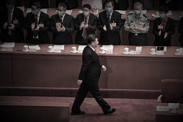 中共統戰進攻民企,中國全面共產化?中南海內鬥火熱,台商外商小心 ! 辱罵蓬佩奧,北京自斷生路。圖為2020年5月21日中共兩會開幕。(Leo RAMIREZ/AFP)