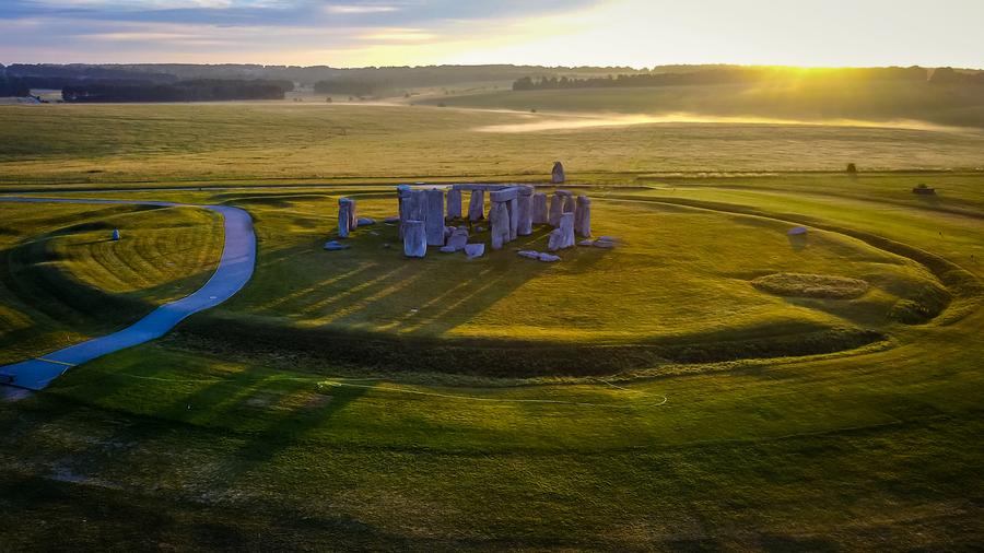 英格蘭巨石陣石碑或來自更早期紀念碑