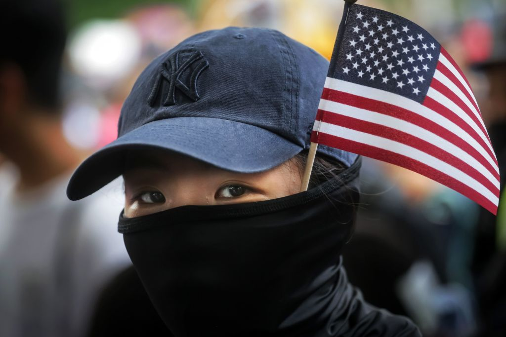 9月11日(星期三),香港反送中運動抗爭者呼籲停止抗議活動一天,以紀念美國2001年的9.11恐怖襲擊18周年。(VIVEK PRAKASH/AFP/Getty Images)