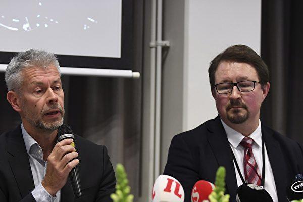 2020年1月29日在芬蘭赫爾辛基舉行的新聞發佈會,芬蘭國家衛生與福利研究所(THL)的首席醫師塔內利·普瑪萊寧(Taneli Puumalainen,左)和主任米卡·薩爾米寧(Mika Salminen)就羅瓦涅米拉普蘭市中心醫院的首例確診中共病毒病例發表了講話。 一名中國遊客在證實患有致命性冠狀病毒新毒株的症狀後於2020年1月28日入院接受檢查。 (Photo by Antti Aimo-Koivisto / Lehtikuva / AFP)