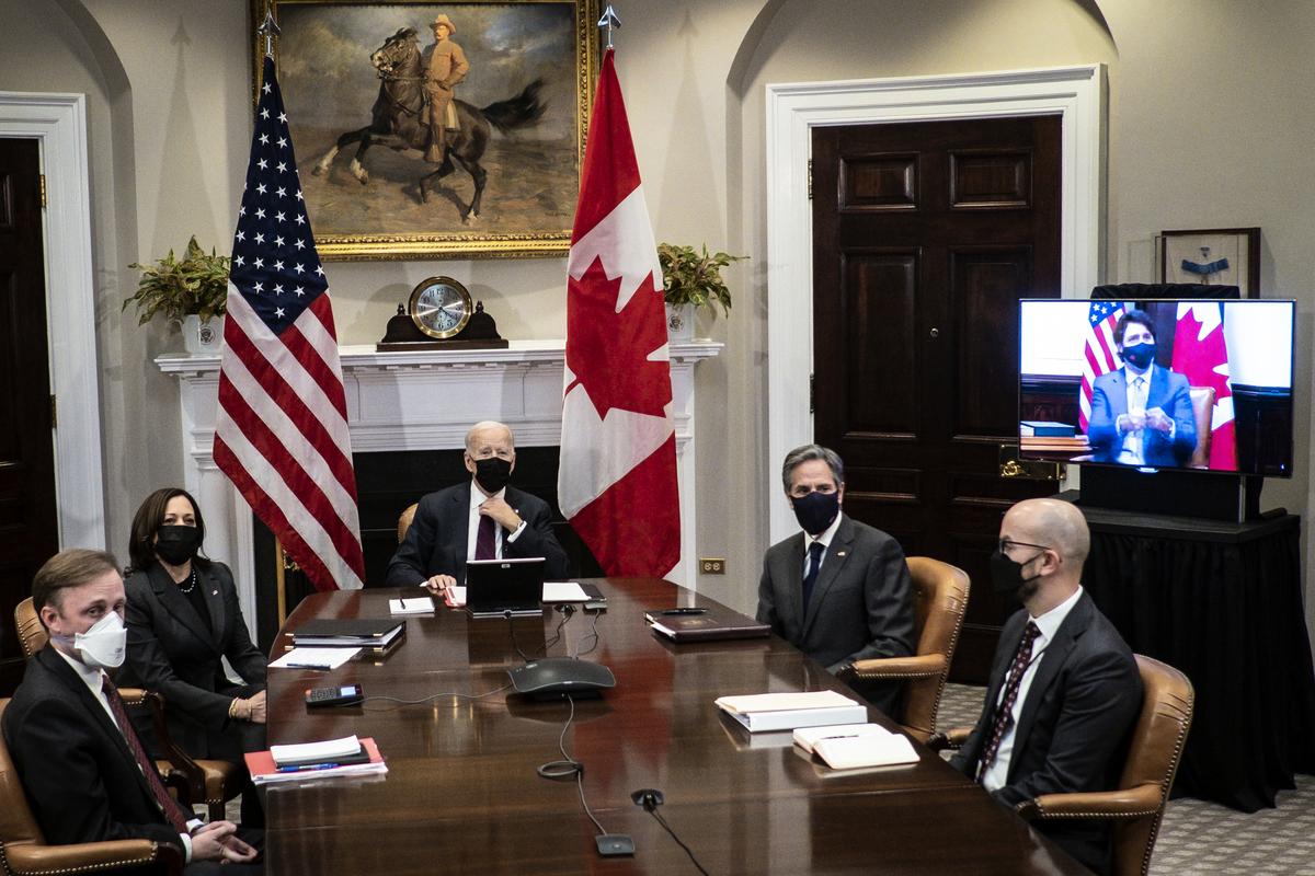 2021年2月23日,美國國家安全顧問傑克·沙利文、副總統賀錦、總統祖·拜登、國務卿安東尼·布林肯、國家安全委員會西半球高級主任胡安·岡薩雷斯在華盛頓白宮羅斯福廳與加拿大總理賈斯汀·杜魯多進行首次在線雙邊會晤。(Pete Marovich-Pool/Getty Images)