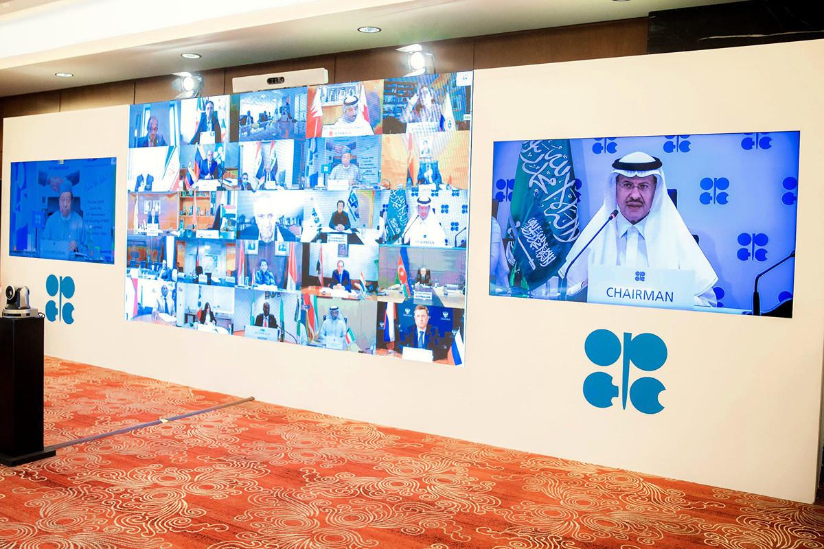 OPEC2020年4月12日的視像會議,經過數天協商,OPEC及其它產油國終敲定一項歷史性協議,每天減產970萬桶原油。(SPA/AFP)