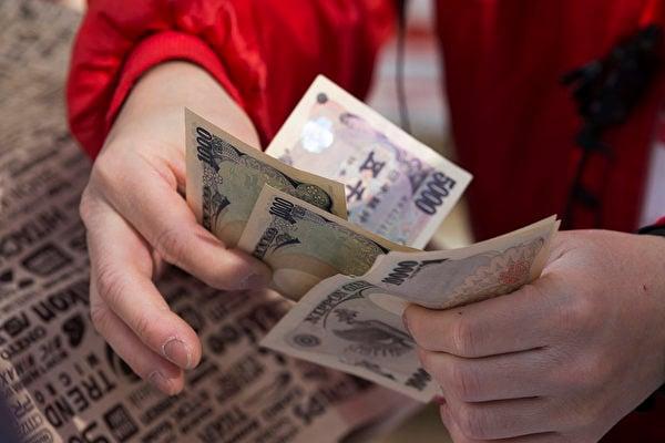 日元是避險貨幣,在地緣政治緊張時期或金融風險加劇時,日元通常能夠吸引投資者。(Tomohiro Ohsumi/Getty Images)