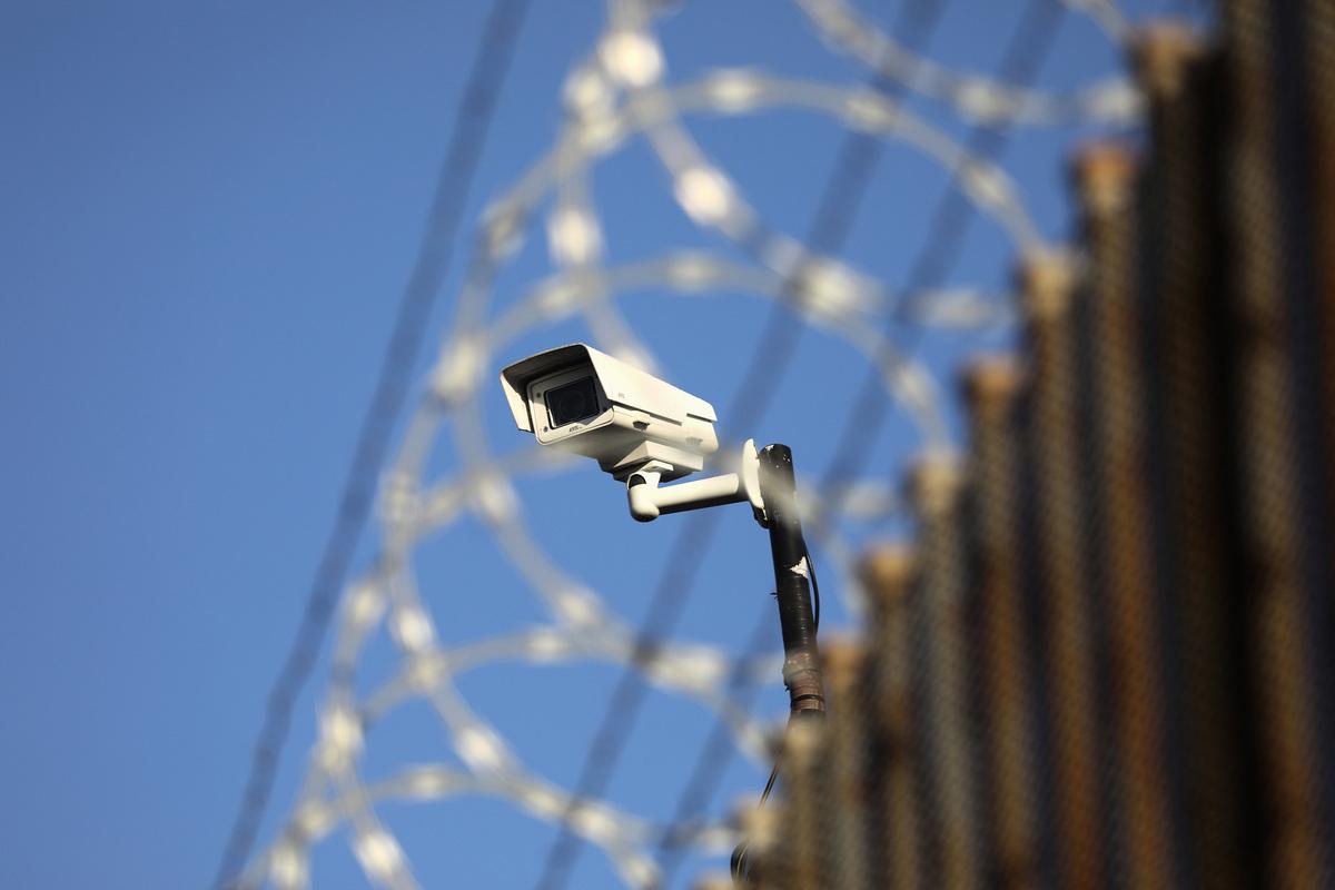 「天網」正在坍塌。據參與該項目的科學家和工程師透露,隨著美國和其它國家收緊貿易限制,中共建造的這個世界上最大的影片監控系統在萎縮。(John Moore/Getty Images)