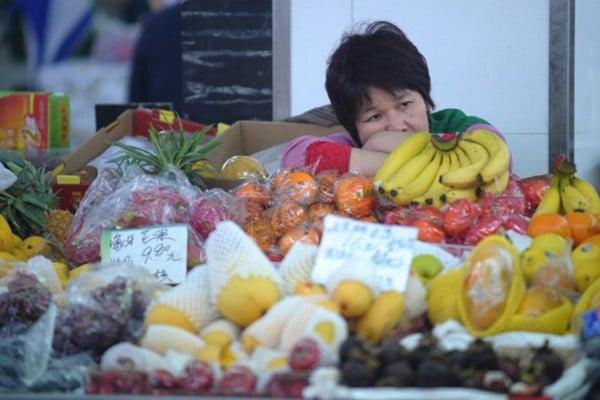 受貿易戰影響,一波又一波消費降級的海浪,正在衝擊著焦慮的大陸中產家庭。百姓不敢花錢了。(PETER PARKS/AFP/Getty Images)