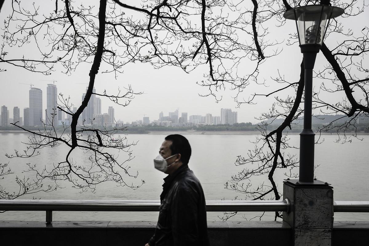 圖為疫情籠罩下的武漢長江沿岸。(攝於2020年4月21日)(Getty Images)