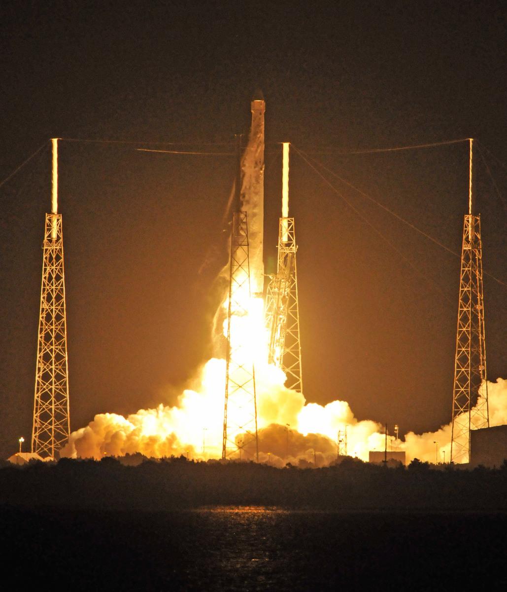 這是SpaceX之前發射的獵鷹9號火箭。圖為示意圖。(BRUCE WEAVER/AFP/Getty Images)