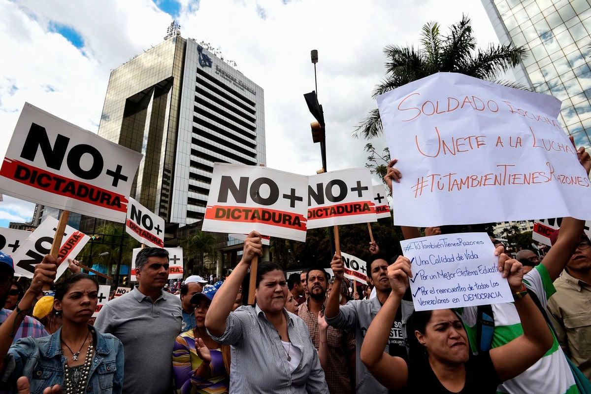1月30日,委內瑞拉人民再次走上街頭,要求馬杜羅獨裁政權下台。(JUAN BARRETO/AFP/Getty Images)