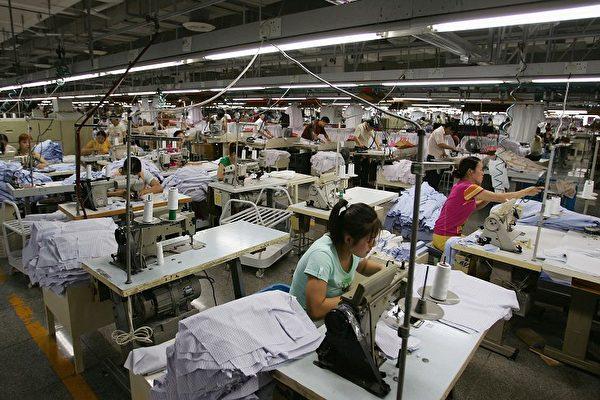 圖為浙江寧波的一家製衣廠。(Getty Images)