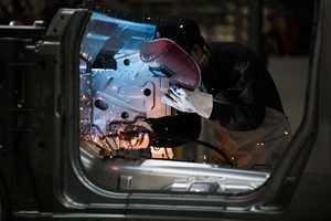 貿易戰加劇 中國製造業萎縮 削弱經濟動能