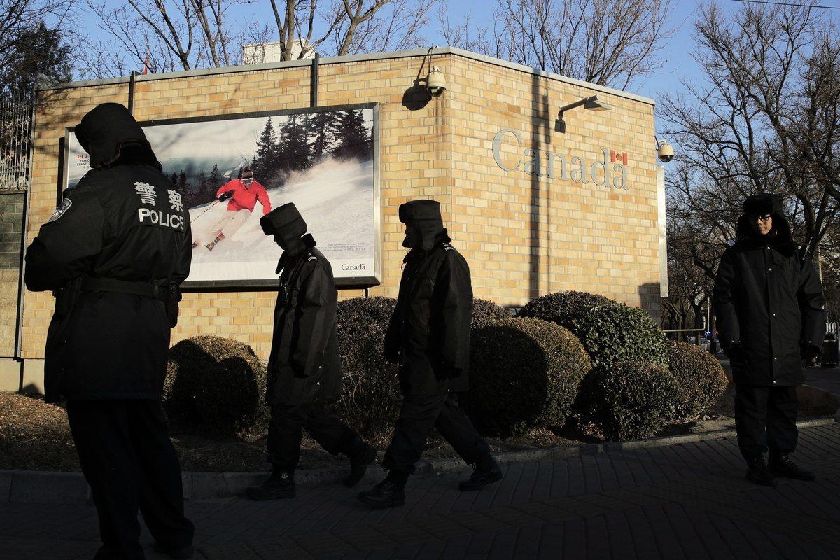 日前聯邦政府披露加拿大駐北京簽證申請中心,其工作人員中有近九成直接由北京公安局下屬的公司僱用。(加通社)