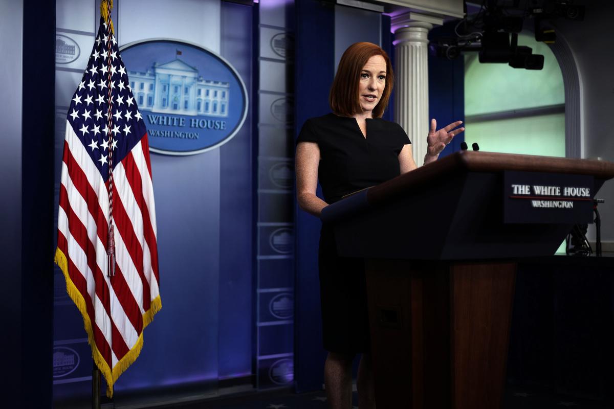 2021年7月9日,白宮新聞秘書普薩基(Jen Psaki)在白宮例行記者會上發言。(Alex Wong/Getty Images)
