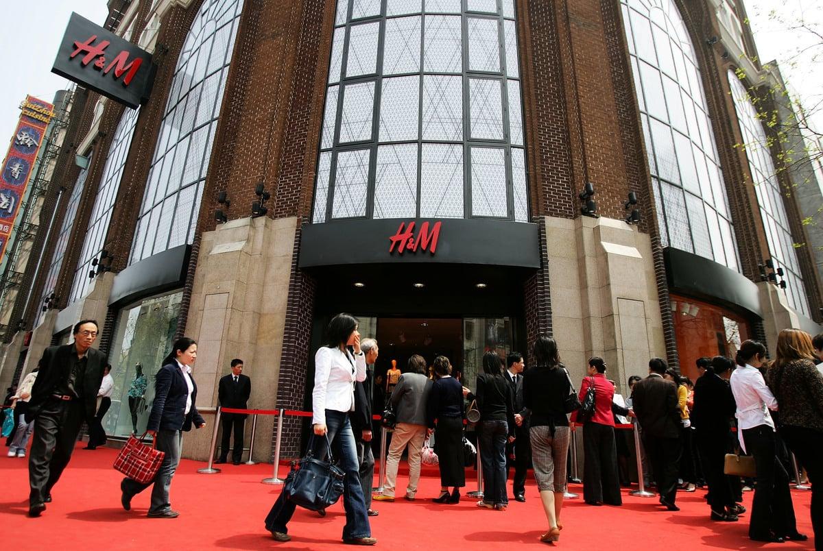 在中共發動的抵制運動中,Nike鞋依然被秒搶,H&M門店裏也仍有人排隊付款。圖為資料圖。 (Cancan Chu/Getty Images)