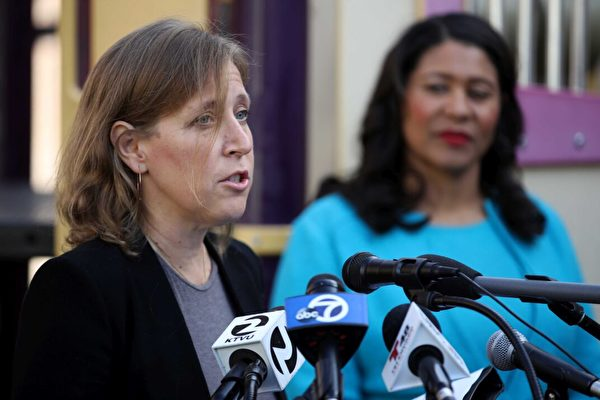 2019年11月21日,YouTube首席執行官蘇珊·沃西基(Susan Wojcicki)(左)在加州三藩市的咸美頓成員舉行的新聞發佈會上,對三藩市市長倫敦·部瑞德 (右) London Breed的講話進行發言。(Justin Sullivan/Getty Images)