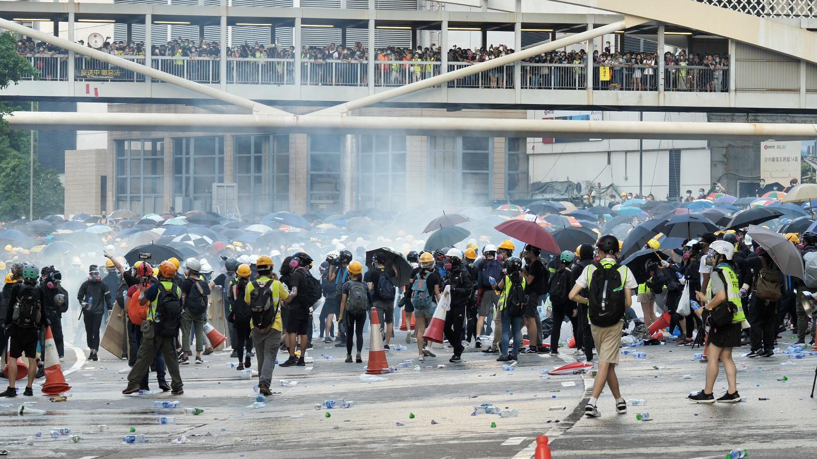 2019年8月5日,警方在金鐘夏慤多次對反送中示威民眾發射催淚彈。(龐大衛/大紀元)