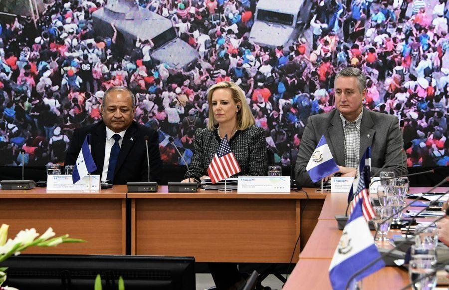 美國安部長:非法移民問題如五級颶風災難