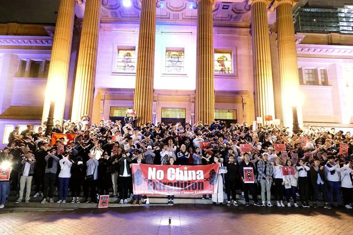 6月12日晚,悉尼數百人再次舉行集會聲援香港「反送中」。(大紀元)