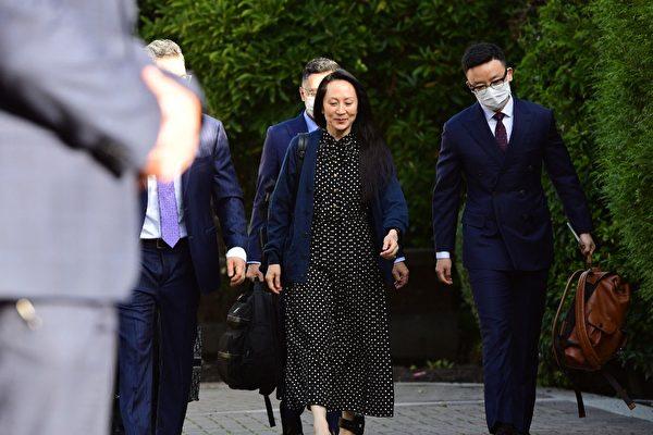 2021年9月24日,孟晚舟離開加拿大溫哥華的家,前往卑詩法庭參加聆訊。(Don MacKinnon/AFP)