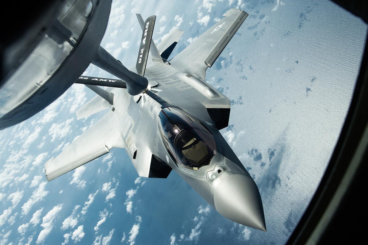 空軍預算文件顯示,空軍「下一代空中優勢」計劃的目的是開發更先進戰鬥機(第六代),以便在「最具挑戰性環境中,為聯合部隊提供空中優勢」。圖為空軍第五代戰機F-35A。(U.S. Air Force提供)