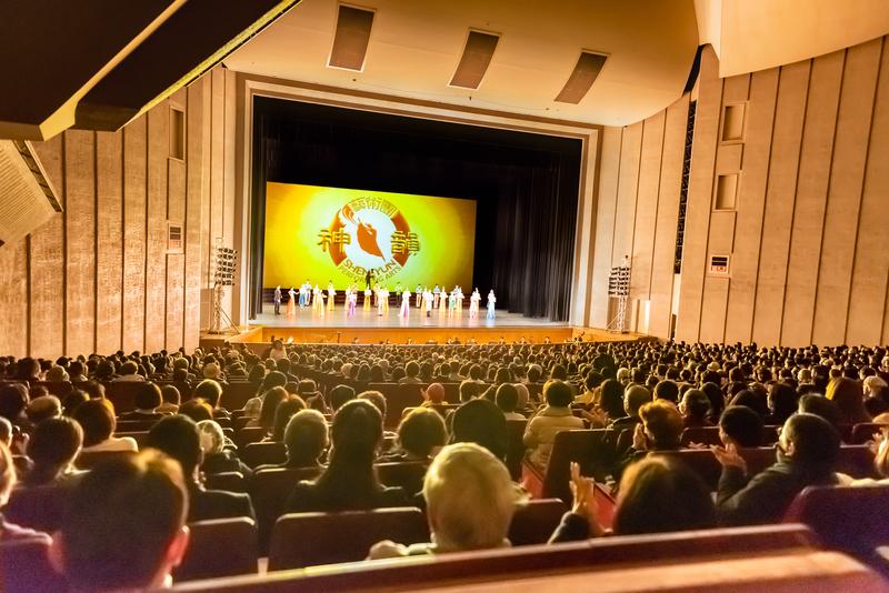 2月5日,中國大年初一,神韻世界藝術團在日本福岡太陽宮音樂廳(Fukuoka Sun Palace Hall)進行2019年在日本的最後一場演出,演出全場爆滿。(余鋼/大紀元)