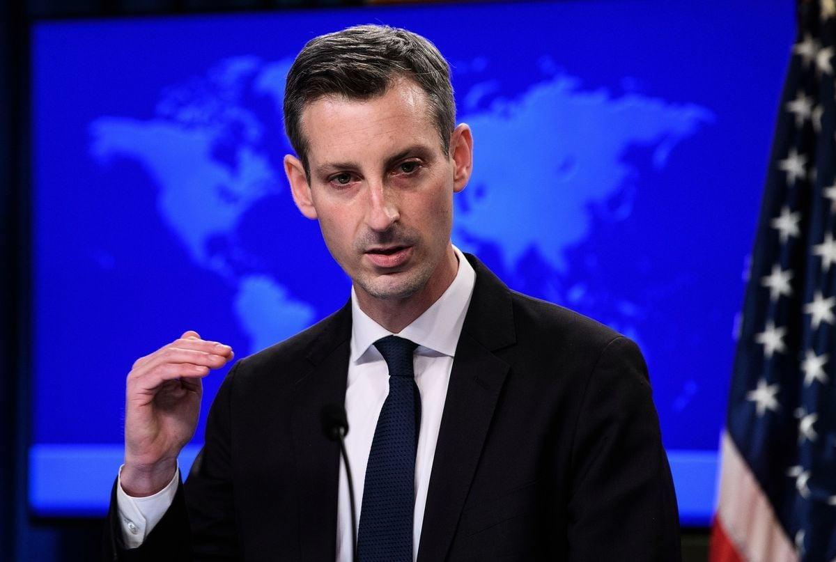 2021年2月2日,美國國務院發言人內德·普萊斯(Ned Price)首次舉行每日新聞發佈會。(NICHOLAS KAMM/POOL/AFP via Getty Images)