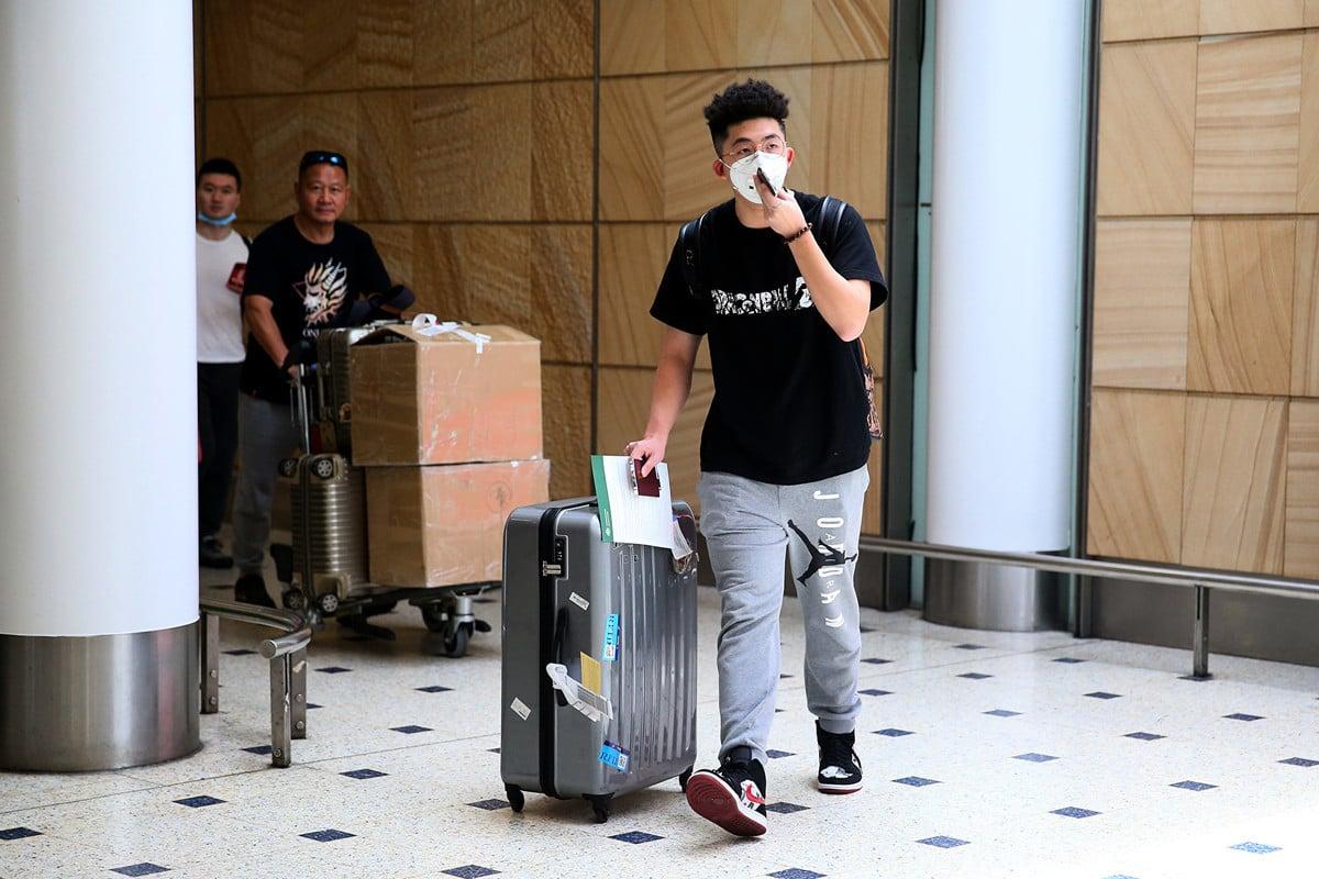 2020年1月25日,澳洲確認4宗中共肺炎病例。圖為1月23日,最後一架武漢至悉尼的直航航班的乘客。(Don Arnold/Getty Images)