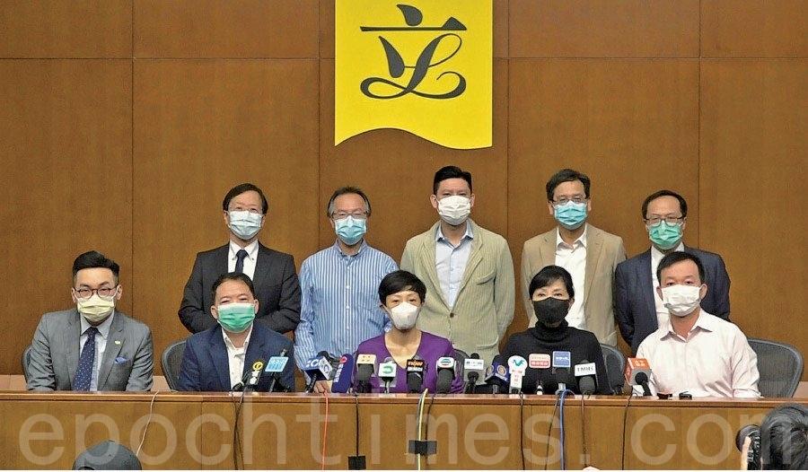圖為2020年4月14日,香港民主派立法會議員批評兩辦無疑「向港人宣戰」。(郭威利/大紀元)