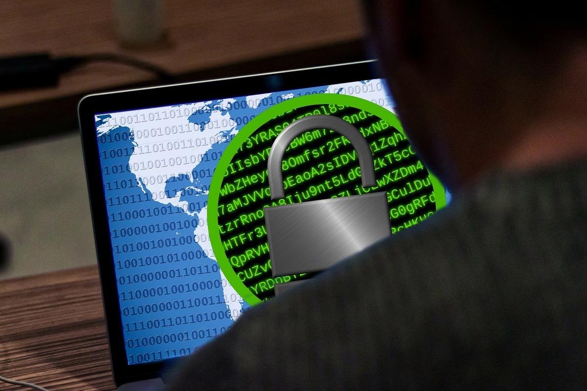涉嫌攻擊美國科技公司Kaseya的黑客集團,正求索7,000萬美元作為恢復數據的贖金。美國白宮已下令情報單位徹查。圖為黑客示意圖。(Pete Linforth from Pixabay)