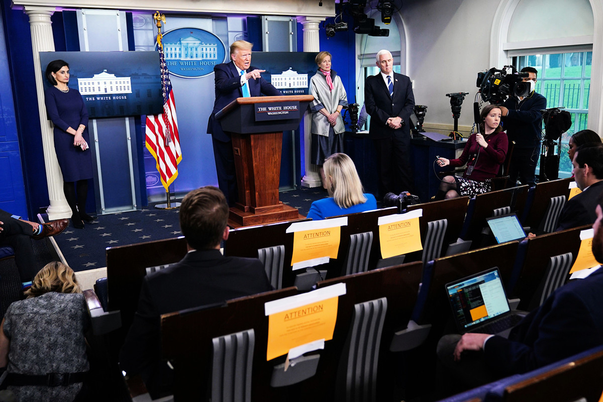 中美第一階段協議夭折的可能性,越來越大。圖為2020年4月7日特朗普總統在白宮的每日新聞發佈會上。(MANDEL NGAN/AFP via Getty Images)
