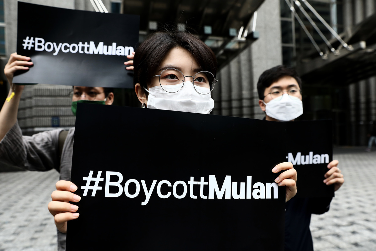 南韓的學生和公民團體呼籲抵制《花木蘭》,以支持香港的民主抗議活動。 (Chung Sung-Jun/Getty Images)