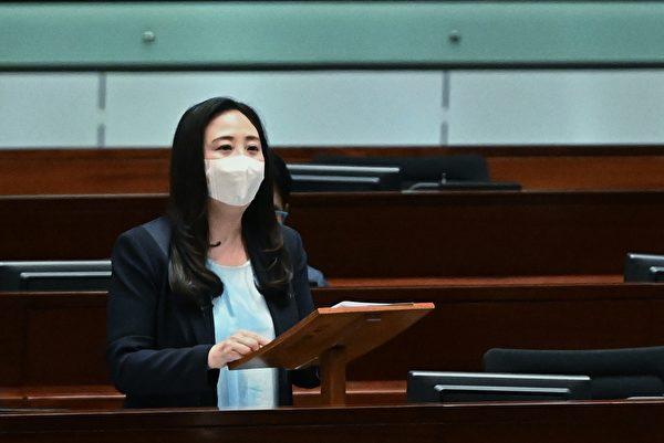 2021年7月7日香港立法會會議,中共民建聯立法會議員葛珮帆首先提出質詢,要求政府交代是否會取締法輪功。(宋碧龍/大紀元)