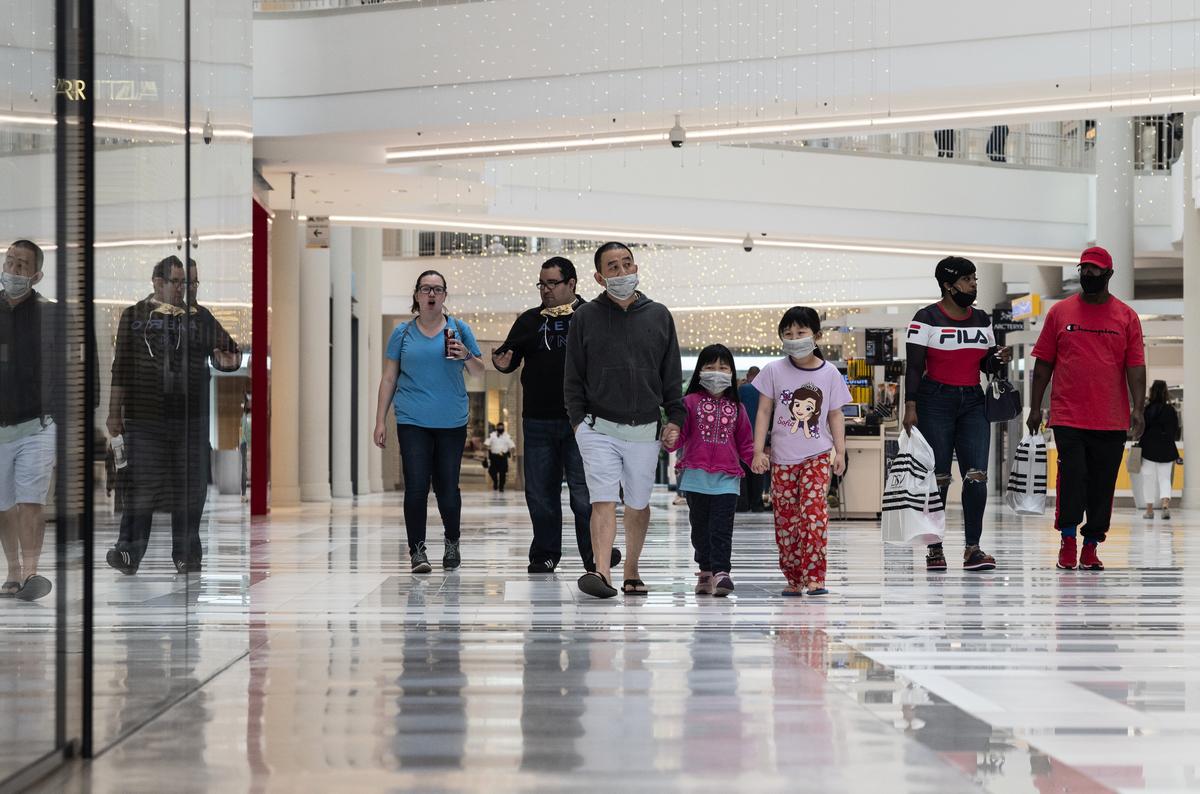 2020年6月10日,明尼蘇達州明尼阿波利斯(Minneapolis, Minnesota)的美國購物中心(Mall of America)。因中共病毒大流行而關閉了的購物中心,自3月以來第一次開放。(Stephen Maturen/Getty Images)